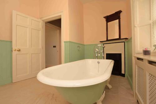 A bathroom at Corrib House Guest Accommodation