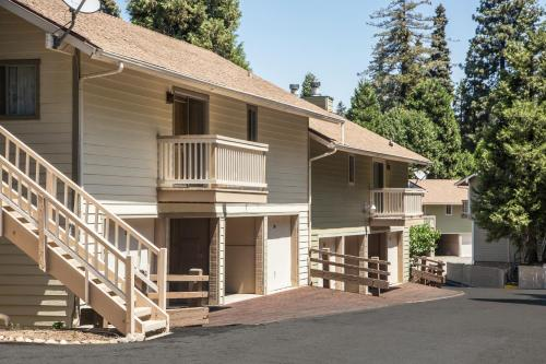 A porch or other outdoor area at Lake Arrowhead Chalets, a VRI resort