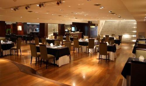 A restaurant or other place to eat at Ros Tower Hotel