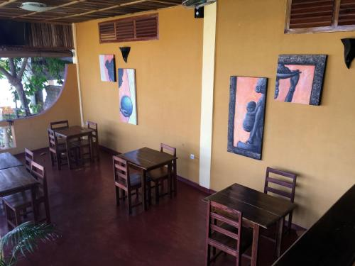 Restaurant ou autre lieu de restauration dans l'établissement Hotel Kartiffa