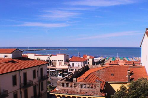 Vista generica su Viareggio o vista sulla città dall'interno dell'hotel