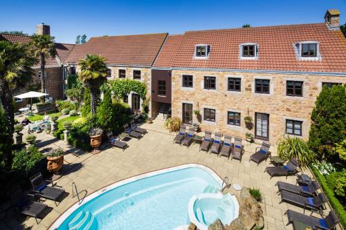 A view of the pool at Greenhills Country Hotel or nearby