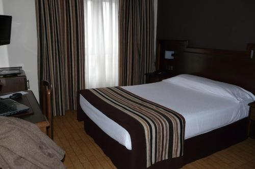 A bed or beds in a room at Idh Angel