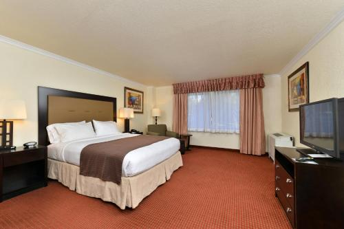 A room at Holiday Inn Rancho Cordova - Northeast Sacramento, an IHG Hotel