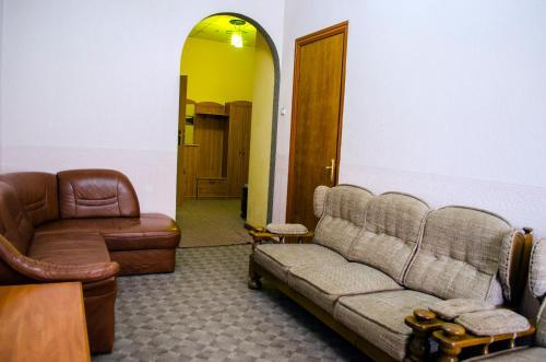 A seating area at Filvarki-Centre