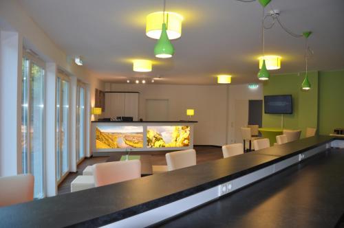 De lounge of bar bij Schroeders Wein-Style-Hotel