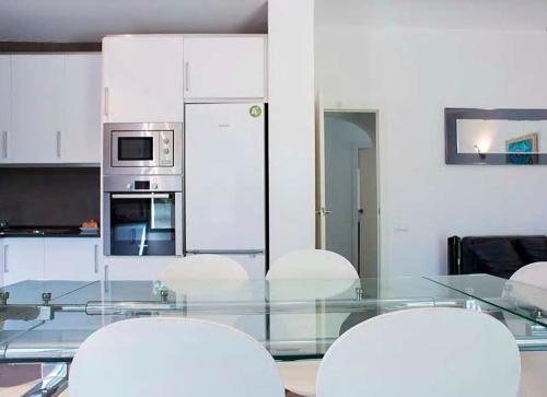 A kitchen or kitchenette at Tu Casa en Barcelona