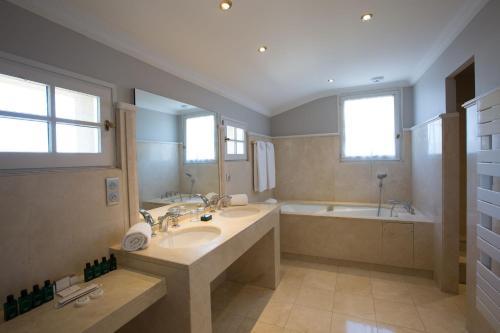 A bathroom at Hotel d'Europe