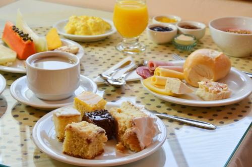 Breakfast options available to guests at Hotel Renascença