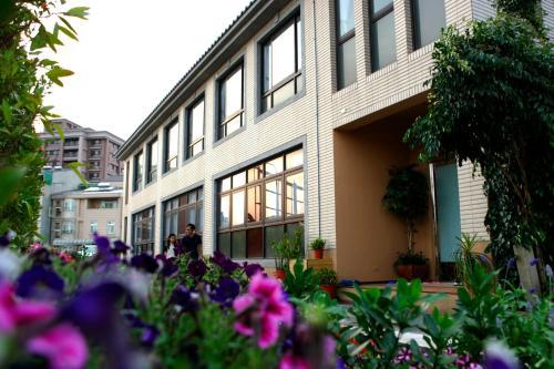 綠藤輕旅: 八景島水族館. 華泰名品城. 新光影城的戶外休息區或室外區