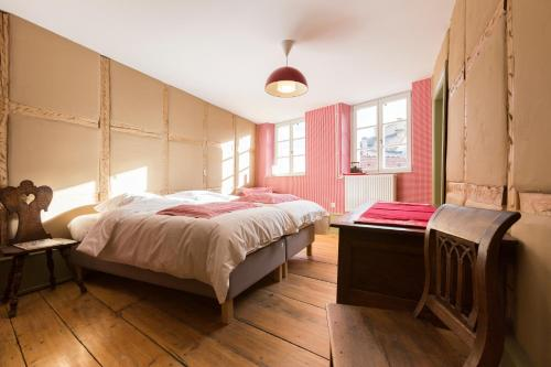 A bed or beds in a room at Les Appartements Saint Nicolas