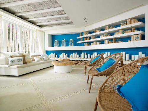 The lounge or bar area at Artemis Deluxe Rooms