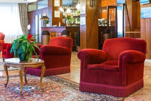 O saguão ou recepção de Hotel Rigel
