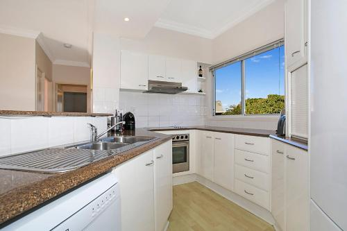 A kitchen or kitchenette at Harmony Apartment