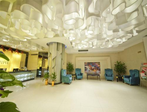 The lobby or reception area at Guilin Sapphire Hotel