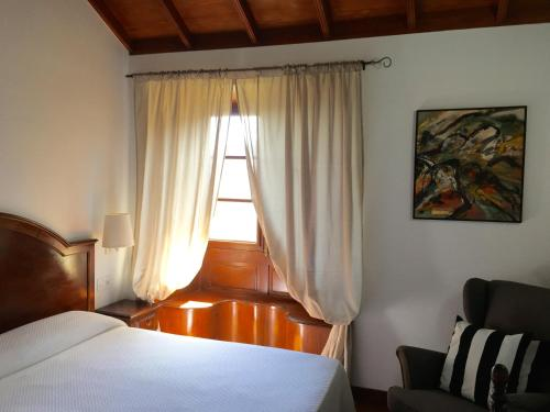 A bed or beds in a room at Hotel Rural Ibo Alfaro