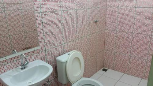 A bathroom at Pousada Kaka
