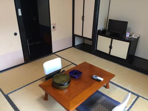 A television and/or entertainment center at Ryokan Yuri