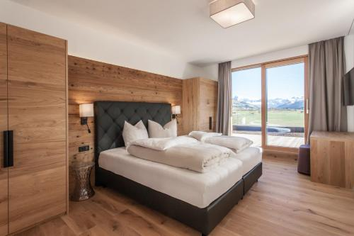 A bed or beds in a room at Hubertus Logis Apartments