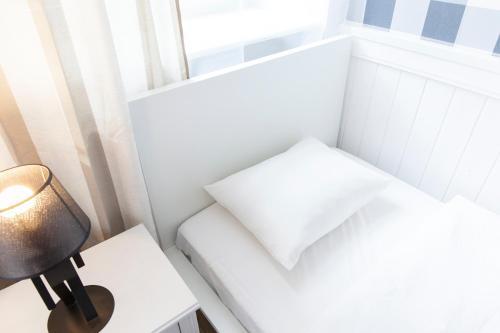 Łóżko lub łóżka w pokoju w obiekcie Gdansk Old Town Ogarna Shakespeare