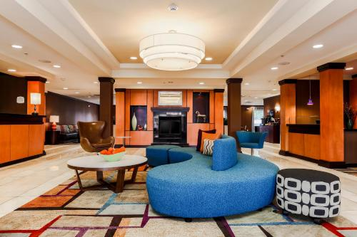 The lounge or bar area at Fairfield by Marriott Wilkes-Barre