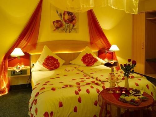Ein Bett oder Betten in einem Zimmer der Unterkunft Hotel Schoch