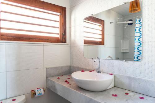 Um banheiro em Cumbuco Kite in Paradise e Hospedaria
