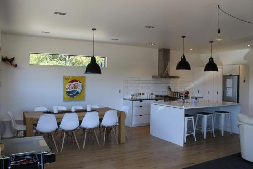 A kitchen or kitchenette at Number 4