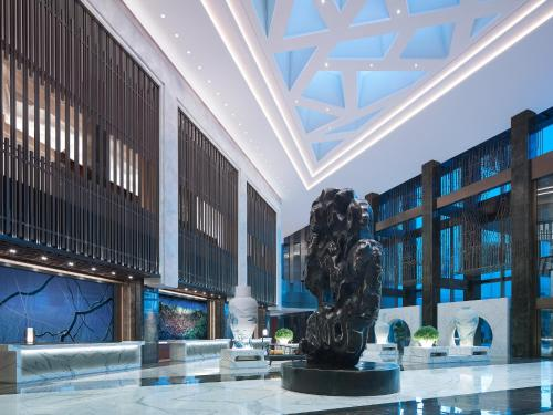 The lounge or bar area at NUO Hotel Beijing