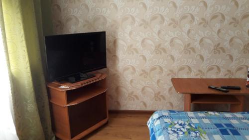 Телевизор и/или развлекательный центр в Apartments at Tukhachevskovo 20 block 7