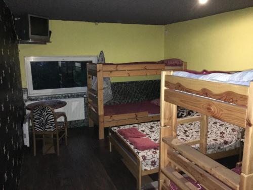 Narivoodi või narivoodid majutusasutuse Tolli Hostel & Holiday House toas