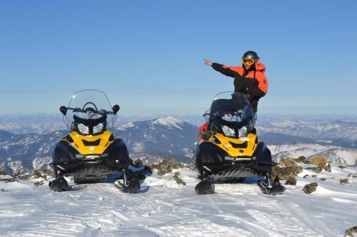 Катание на лыжах на территории комплекса для отдыха или поблизости