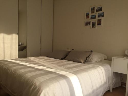 A bed or beds in a room at Immeuble le St Honorat