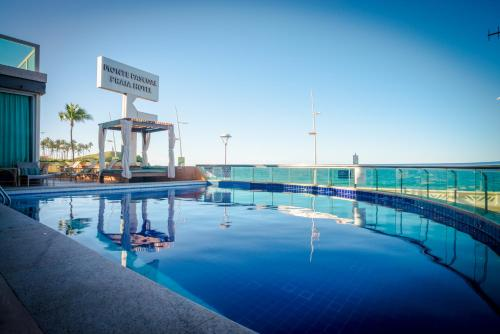 The swimming pool at or close to Monte Pascoal Praia Hotel Salvador