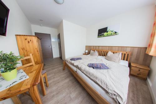 Ein Bett oder Betten in einem Zimmer der Unterkunft Hollis Rast