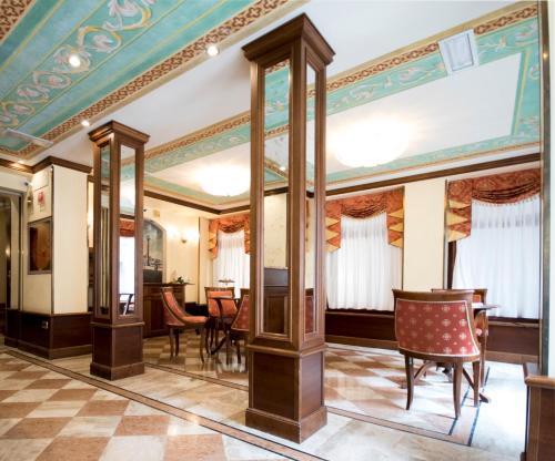 The lounge or bar area at Hotel Anastasia