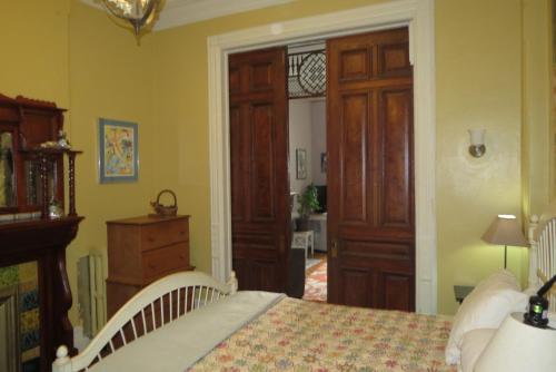 A room at Brooklyn Getaways