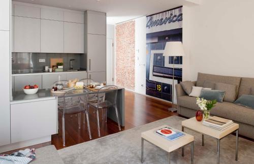 Una cocina o zona de cocina en Eric Vökel Boutique Apartments - Madrid Suites