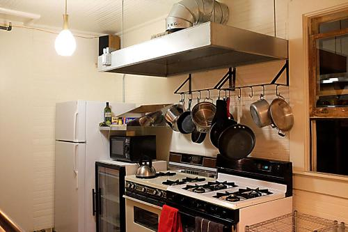 A kitchen or kitchenette at Redlight Historic Bunk Hotel and Speakeasy