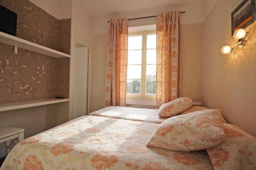 A bed or beds in a room at Gite Le Relais Saint Michel