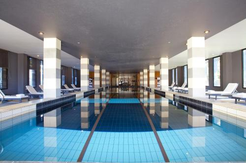 The swimming pool at or near Lancemore Mansion Hotel Werribee Park