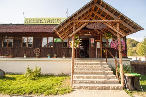 Fasada lub wejście do obiektu Kremenaros