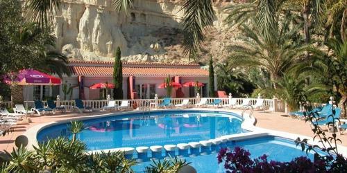 The swimming pool at or near Apartamentos Oasis de las Palmeras