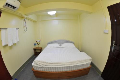 A bed or beds in a room at Cozy Guesthouse