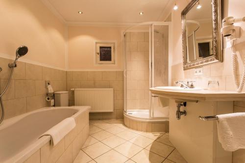 Ein Badezimmer in der Unterkunft Meiser Altstadt Hotel