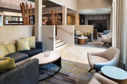The lounge or bar area at Courtyard by Marriott San Mateo Foster City