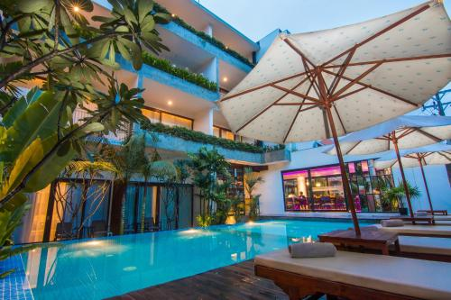 The swimming pool at or near Apsara Residence Hotel