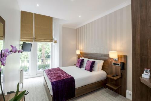 Ein Zimmer in der Unterkunft London House Hotel