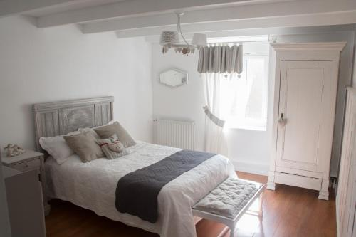 A bed or beds in a room at Le coup de coeur