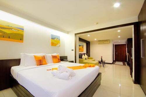 Кровать или кровати в номере Baywalk Residence Pattaya